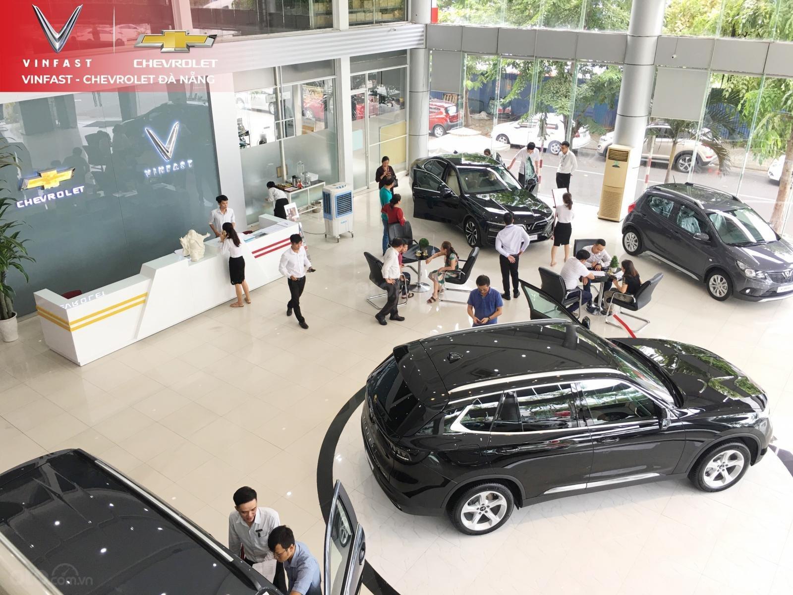 Cần bán xe VinFast LUX SA2.0 bản tiêu chuẩn màu đỏ (4)