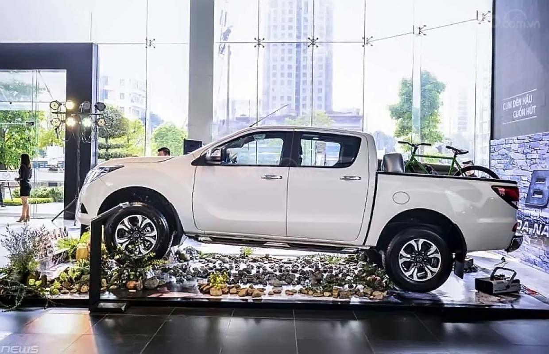 Bán Mazda BT 50 Deluxe năm 2019, màu trắng, xe nhập (1)