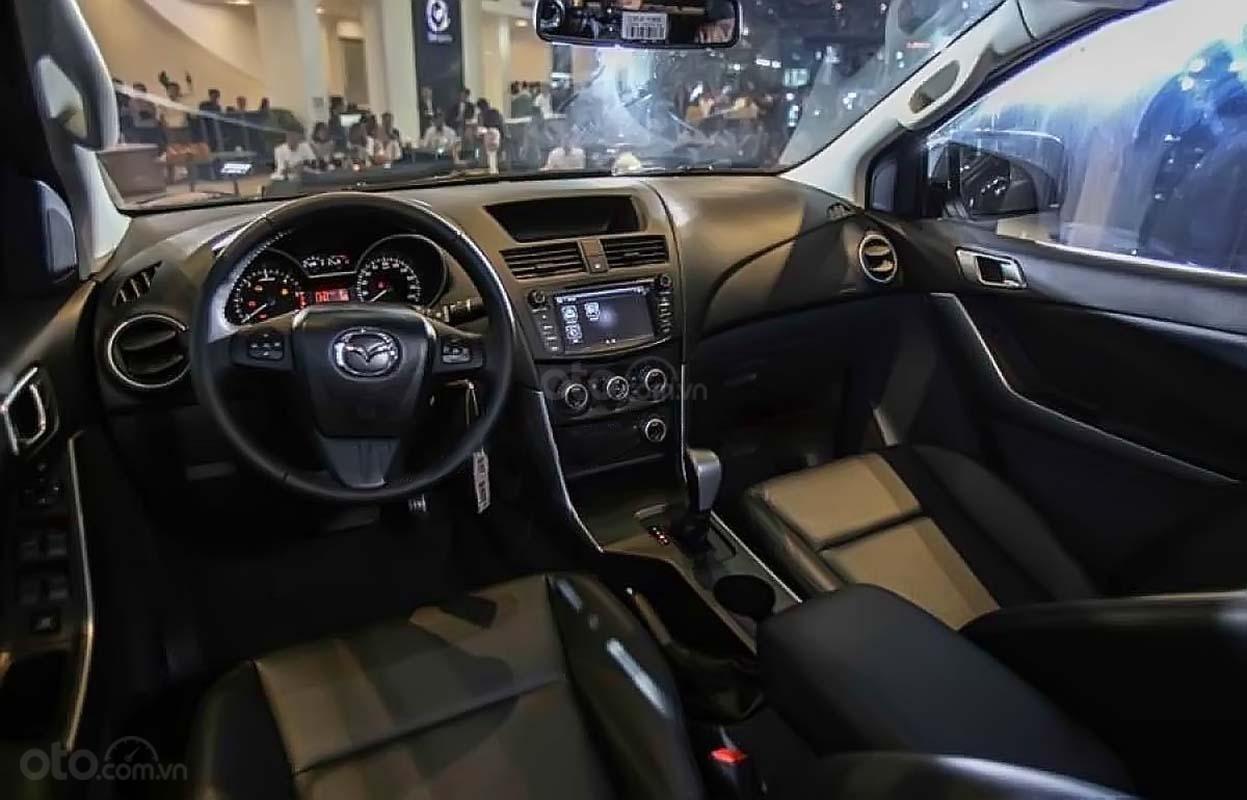 Bán Mazda BT 50 Deluxe năm 2019, màu trắng, xe nhập (2)