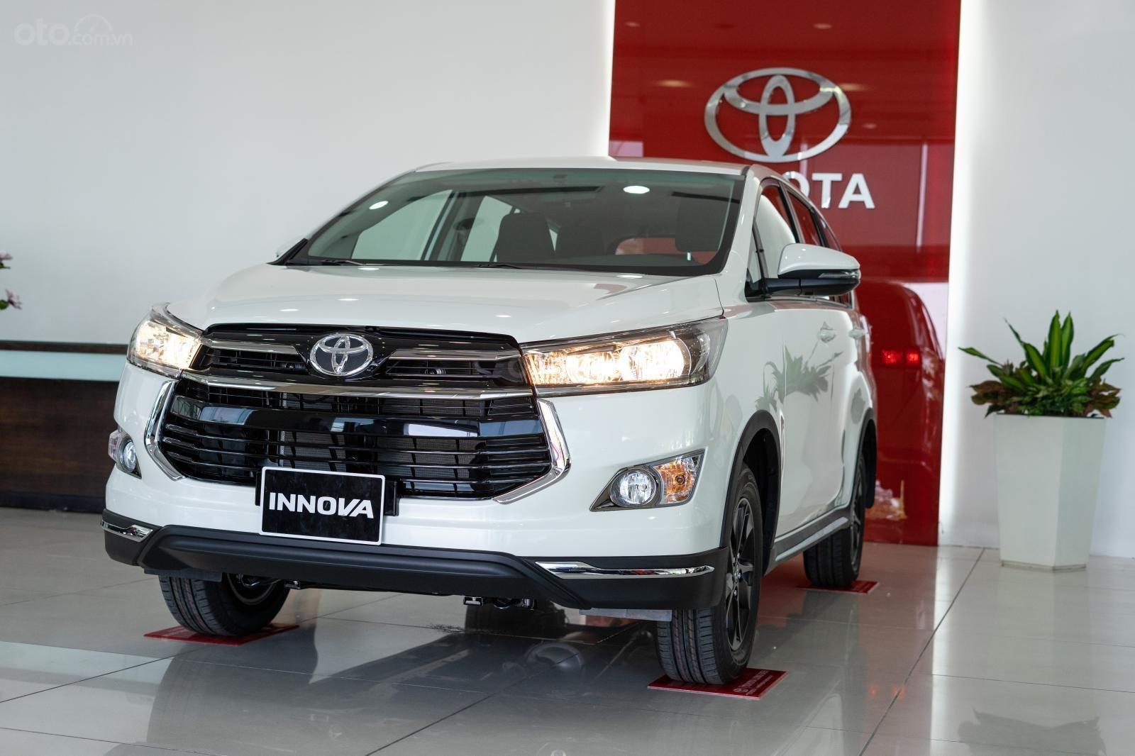 Toyota Innova và Fortuner vẫn là những cái tên luôn được khách hàng nghĩ tới đầu tiên khi lựa chọn dòng xe 7 chỗ phục vụ công việc lẫn nhu cầu gia đình.