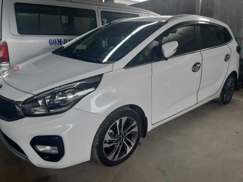 Cần bán Kia Rondo năm sản xuất 2018, màu trắng, đi chỉ 1400km (1)