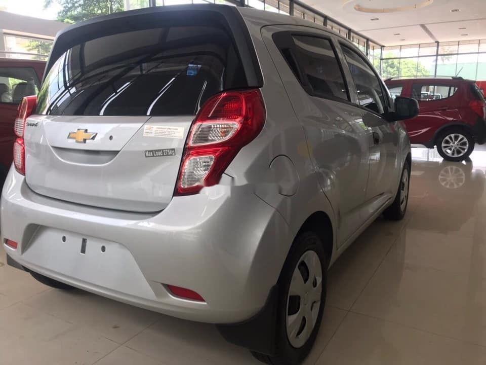 Cần bán Chevrolet Spark Duo 1.2L đời 2018, màu bạc như mới (4)
