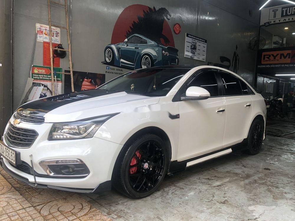 Cần bán lại Chevrolet Cruze sản xuất năm 2017, màu trắng (2)