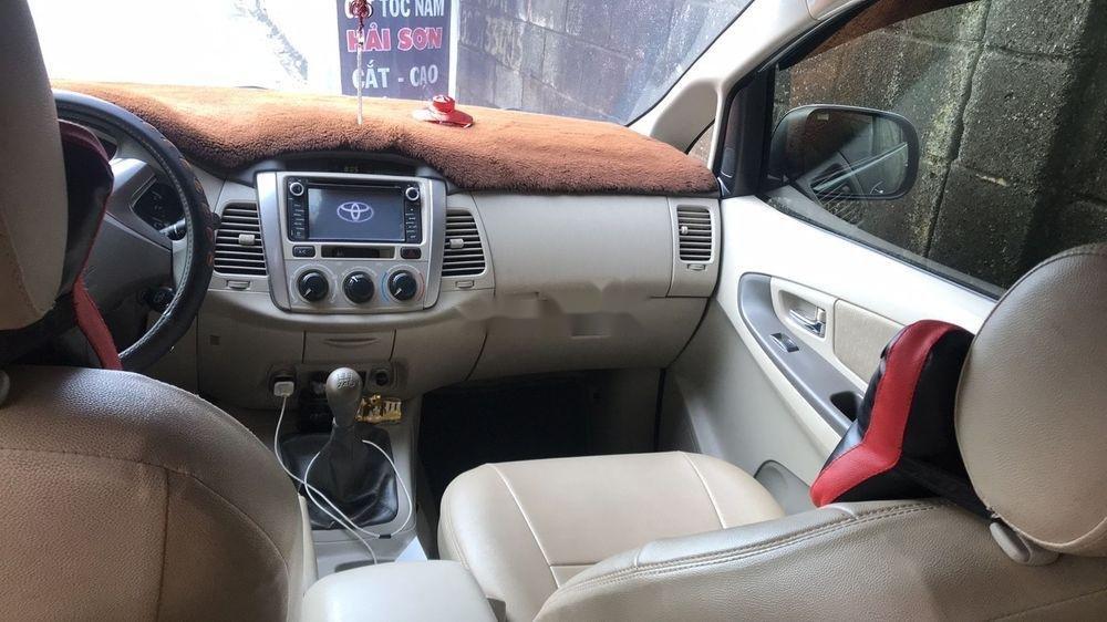 Cần bán Toyota Innova đời 2014, màu bạc, 510 triệu (3)