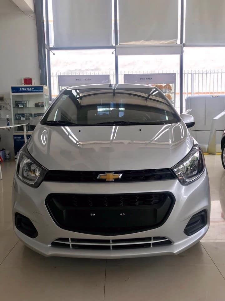 Cần bán Chevrolet Spark Duo 1.2L đời 2018, màu bạc như mới (1)