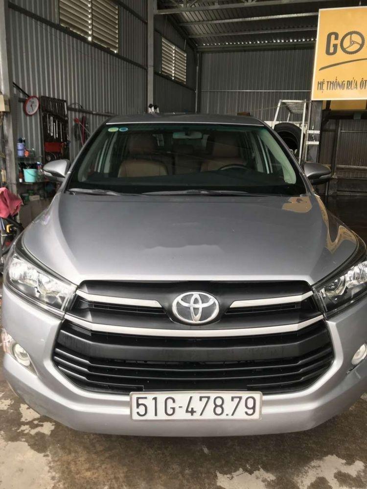Bán ô tô Toyota Innova sản xuất 2017, màu bạc, số sàn (1)