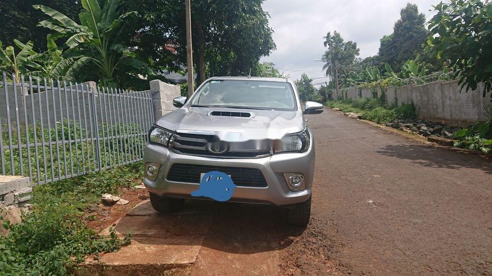 Bán xe Toyota Hilux 2016, màu bạc. Giá 570tr (1)