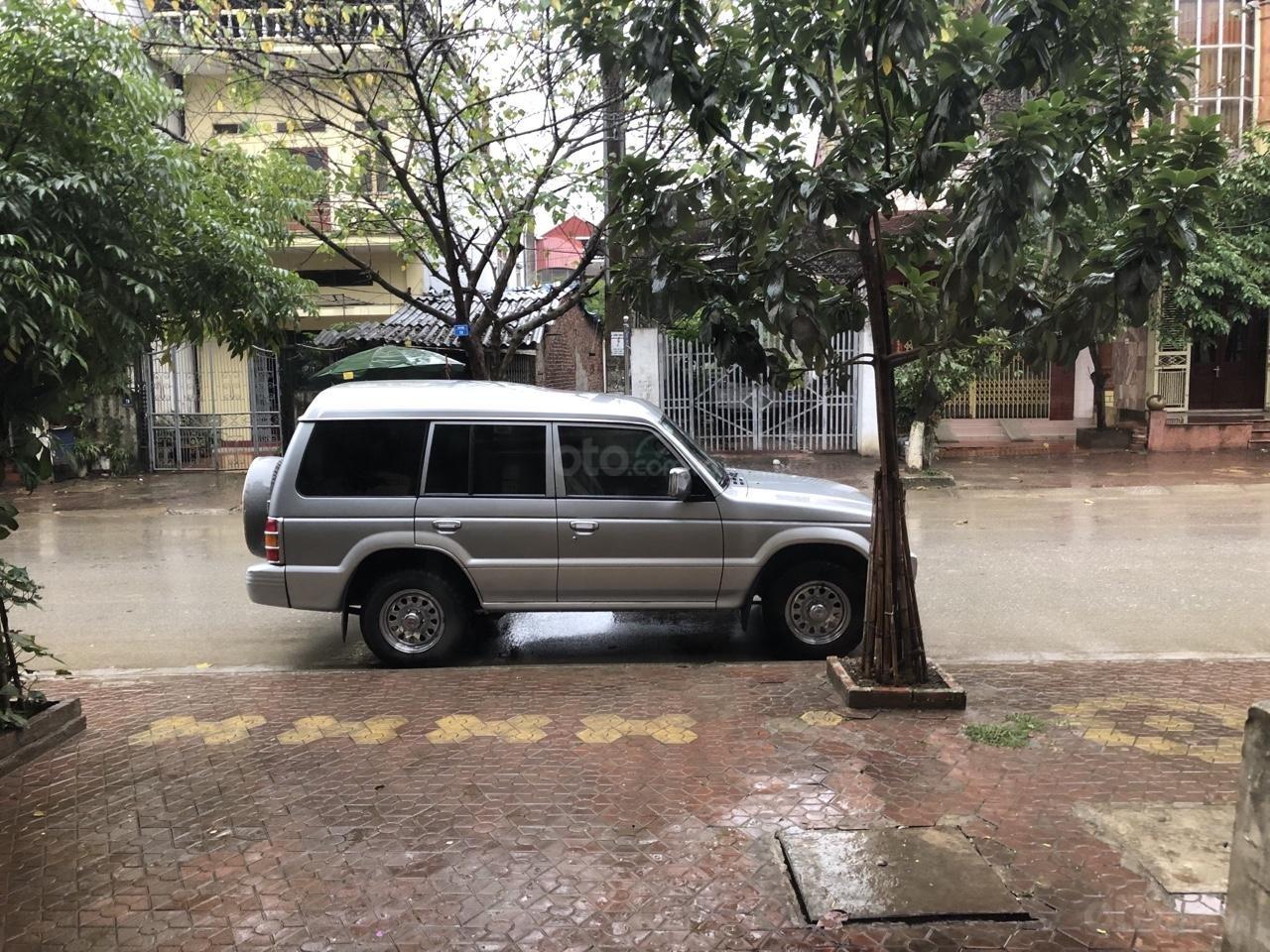 Cần bán xe Mitsubishi Pajero 2003, màu bạc, biển Hà Nội (1)