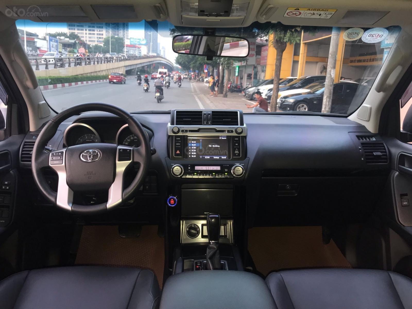 Bán Toyota Land Cruiser 2017, màu đen, xe nhập (4)