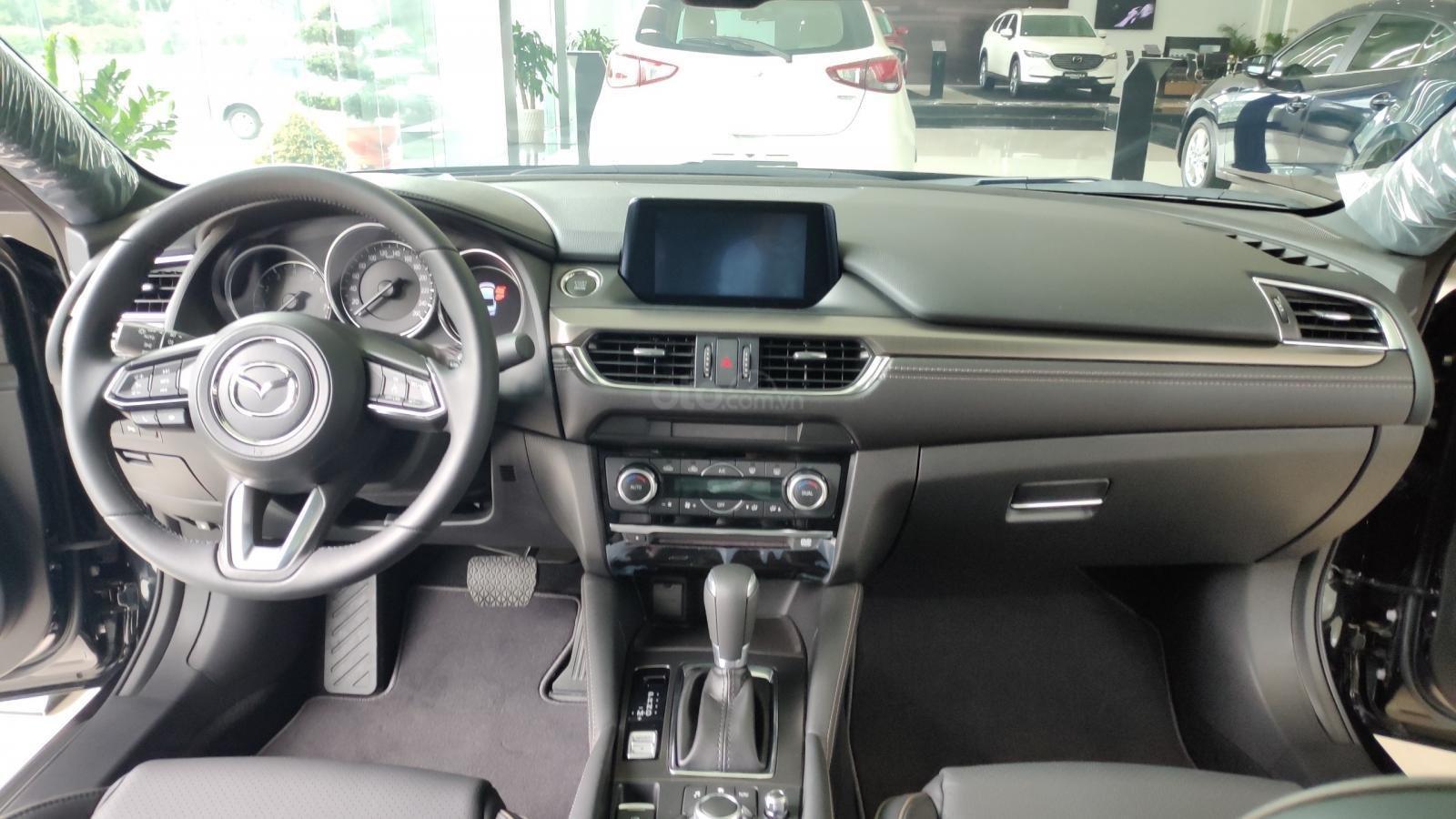 Bán Mazda 6 sedan, tặng bảo hiểm vật chất thân xe 1 năm (4)