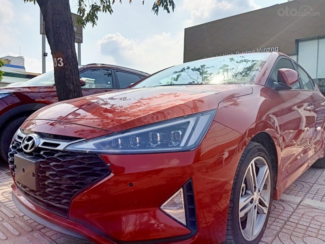 Hyundai Elantra 1.6AT Sport đỏ+ Sale sốc KM 40 triệu+ xe giao ngay (2)