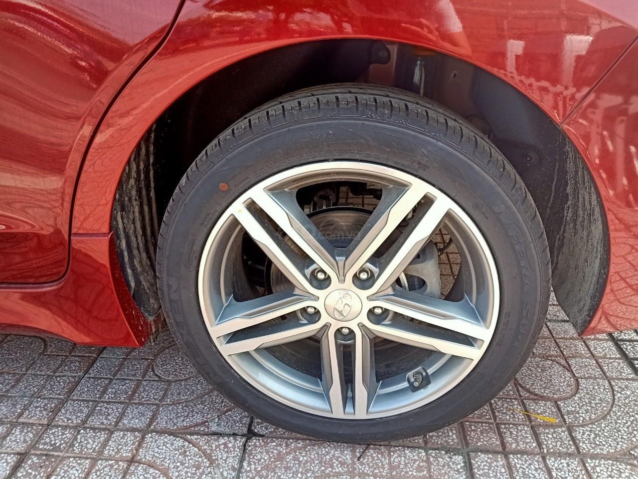 Hyundai Elantra 1.6AT Sport đỏ+ Sale sốc KM 40 triệu+ xe giao ngay (5)