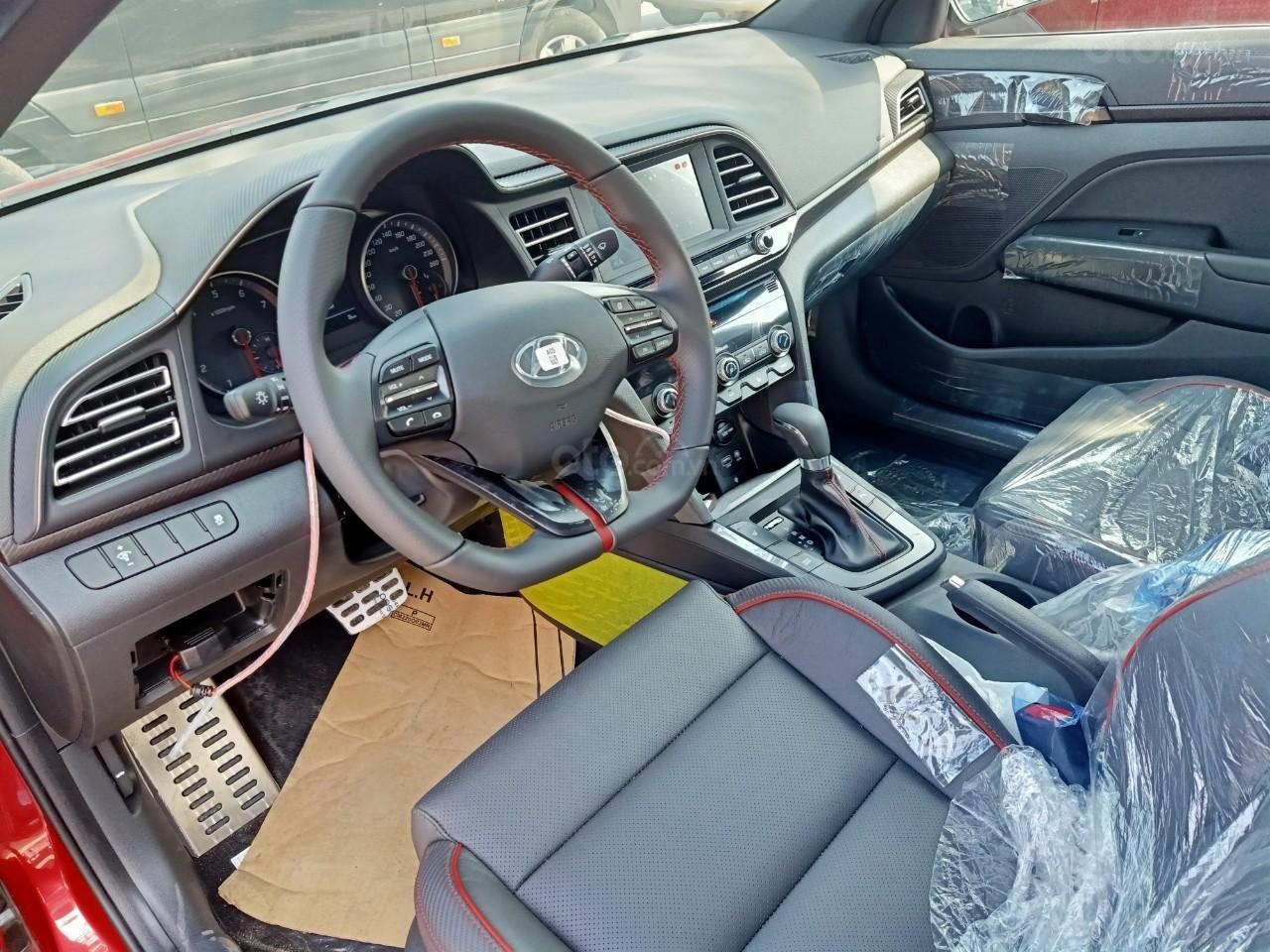 Hyundai Elantra 1.6AT Sport đỏ+ Sale sốc KM 40 triệu+ xe giao ngay (6)