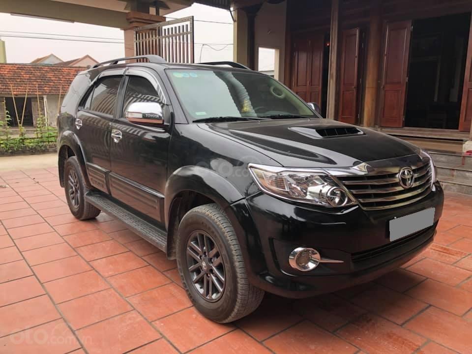 Bán Toyota Fortuner 2016 màu đen (2)