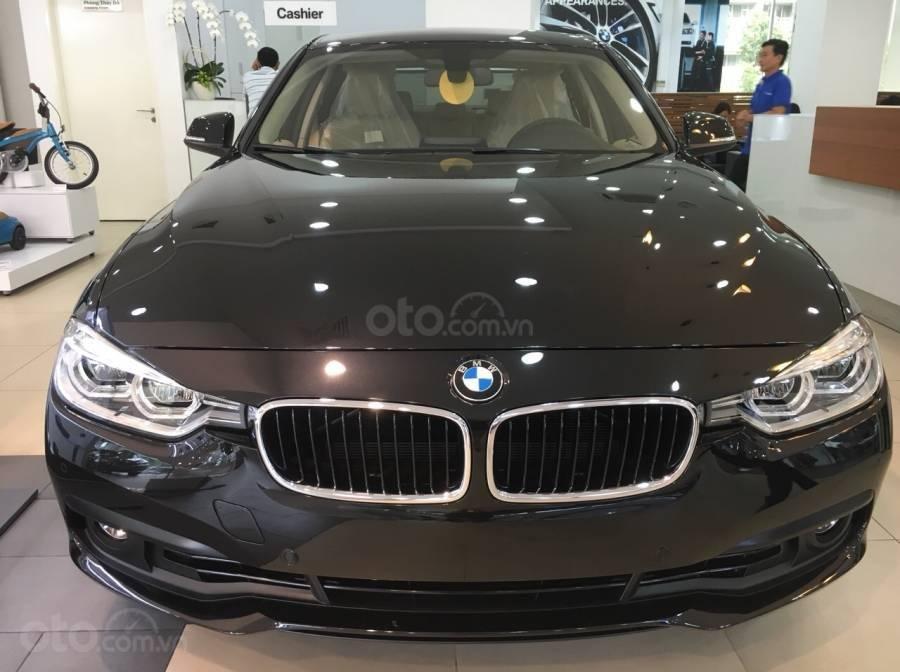 Ưu đãi 16% giá xe BMW 320i - xe có sẵn - giao xe ngay (1)