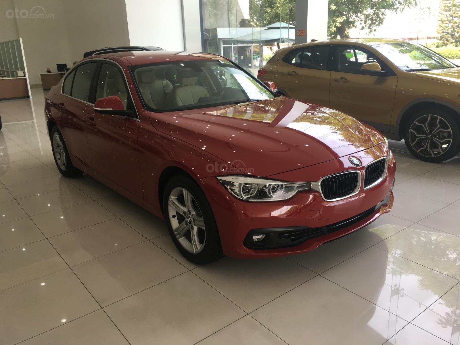 Ưu đãi 16% giá xe BMW 320i - xe có sẵn - giao xe ngay (7)