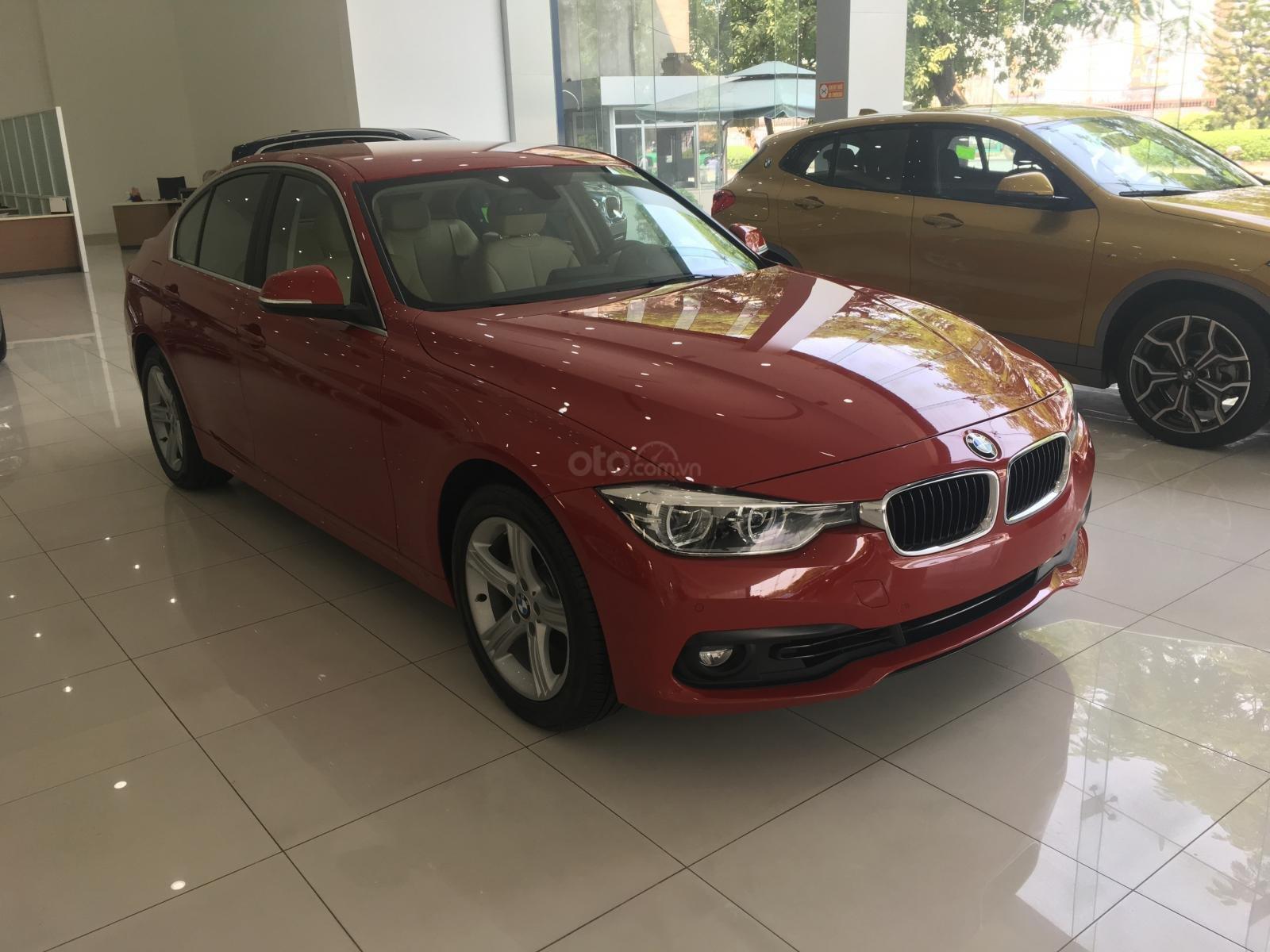 Ưu đãi 16% giá xe BMW 320i - xe có sẵn - giao xe ngay (8)
