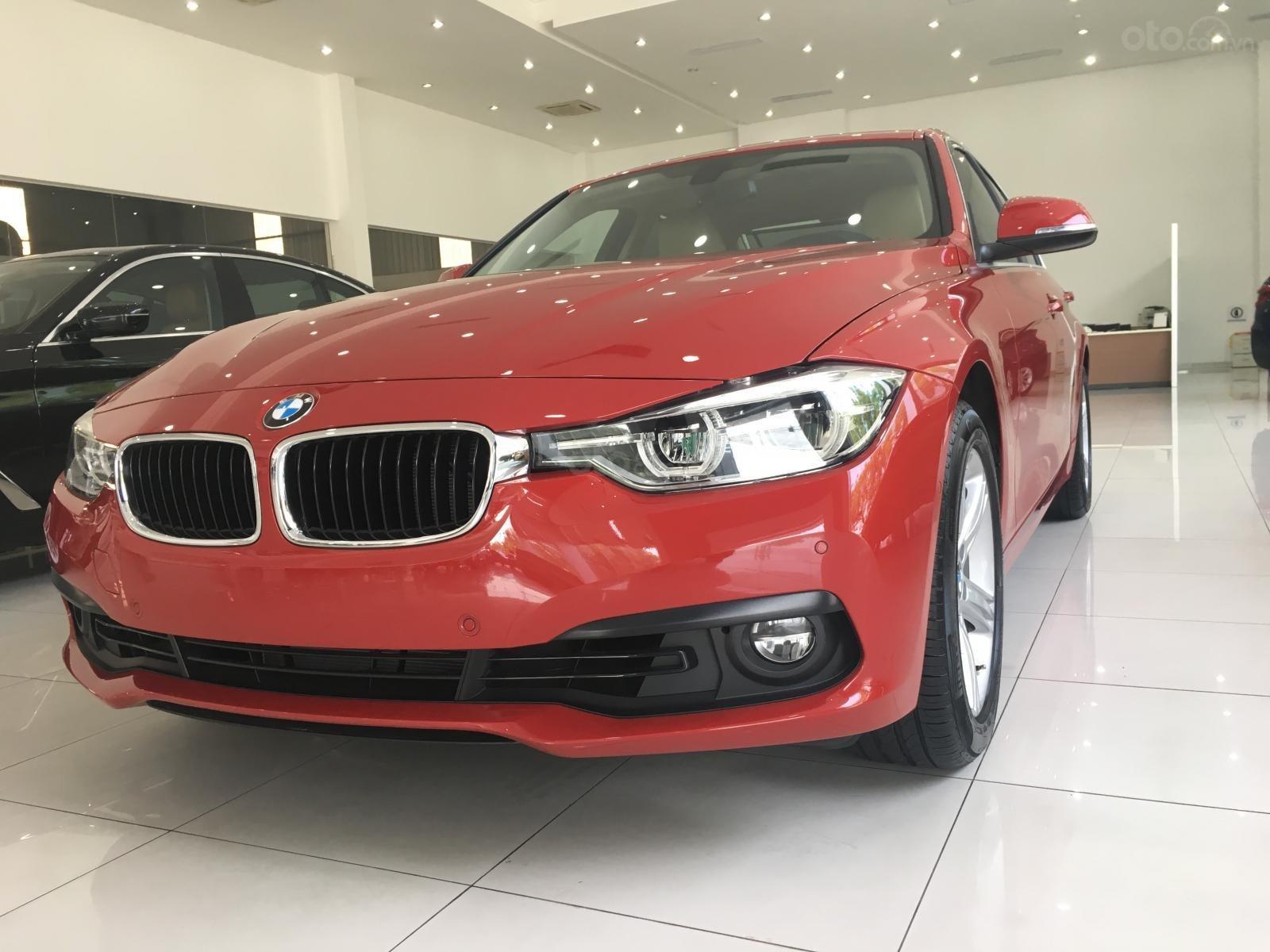 Ưu đãi 16% giá xe BMW 320i - xe có sẵn - giao xe ngay (9)