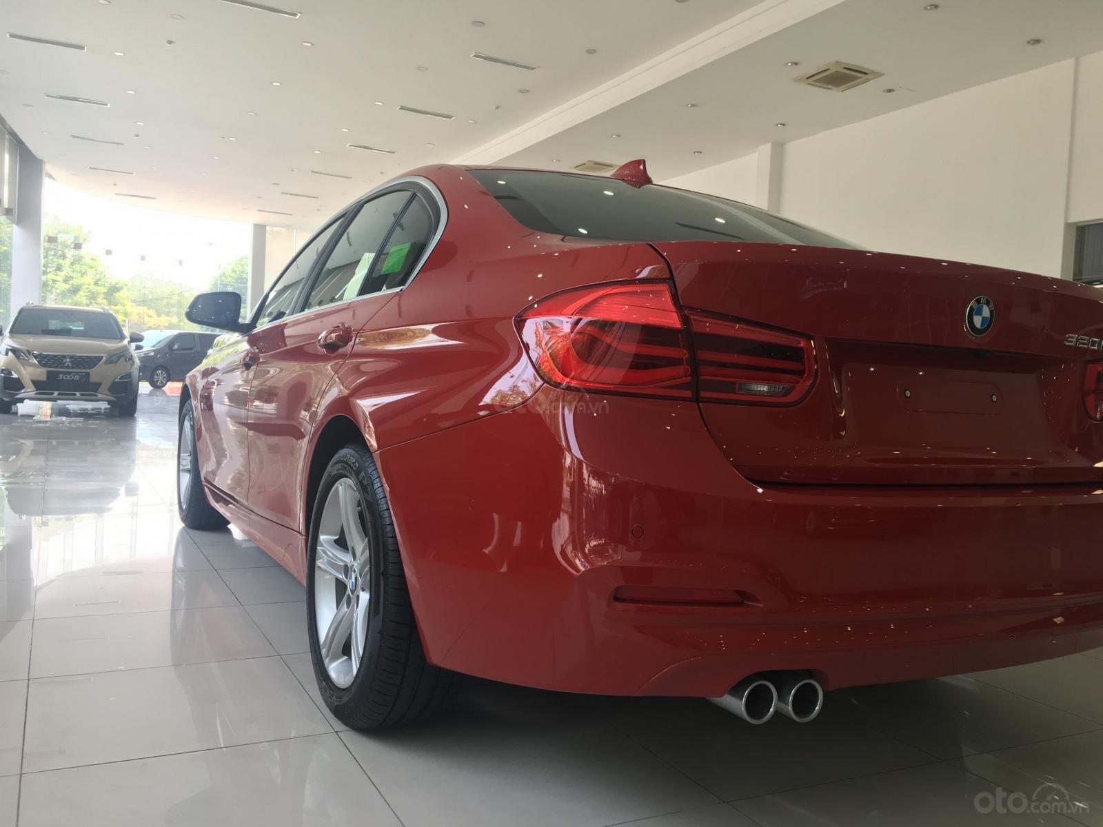 Ưu đãi 16% giá xe BMW 320i - xe có sẵn - giao xe ngay (11)
