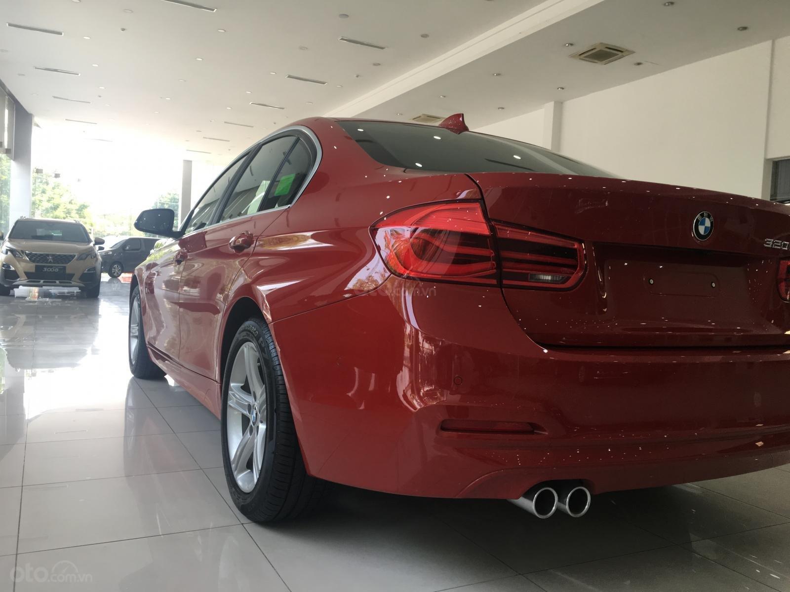 Ưu đãi 16% giá xe BMW 320i - xe có sẵn - giao xe ngay (10)