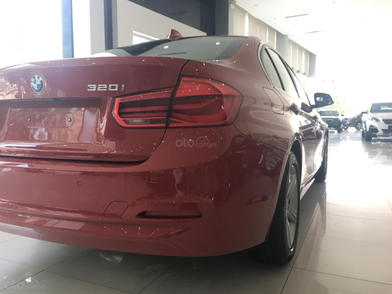 Ưu đãi 16% giá xe BMW 320i - xe có sẵn - giao xe ngay (12)