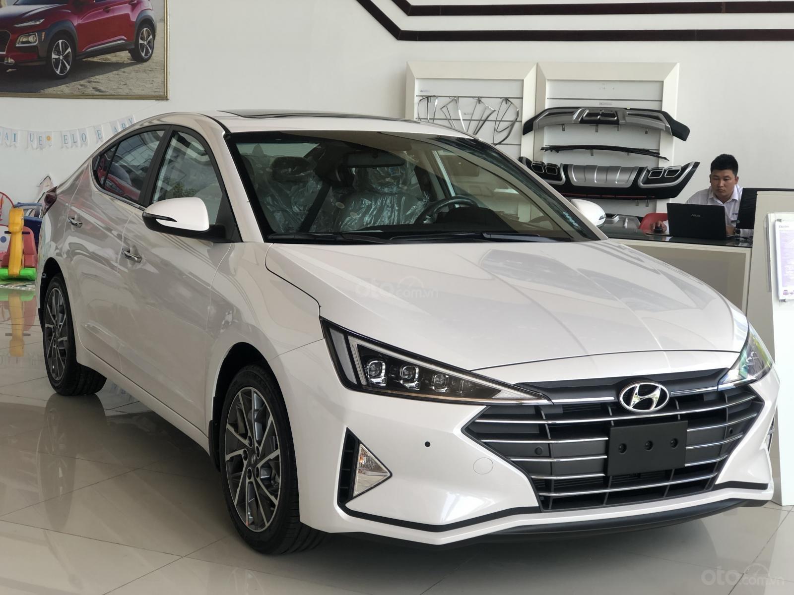 Xe Hyundai Elantra 2019, giá từ 555tr - màu trắng- giao ngay - LH: 0919293553 (1)