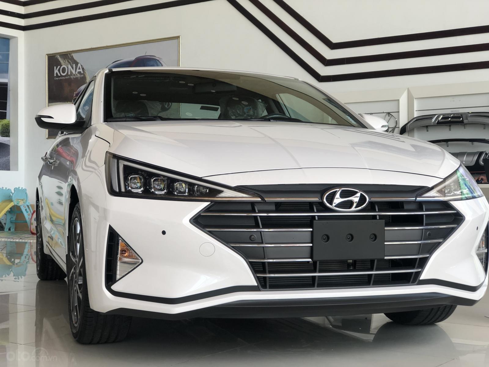 Xe Hyundai Elantra 2019, giá từ 555tr - màu trắng- giao ngay - LH: 0919293553 (5)