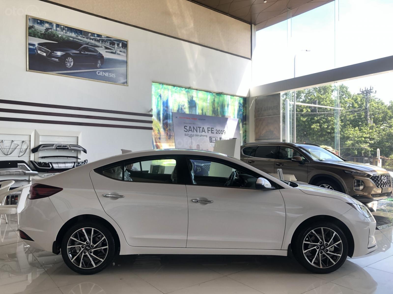 Xe Hyundai Elantra 2019, giá từ 555tr - màu trắng- giao ngay - LH: 0919293553 (8)
