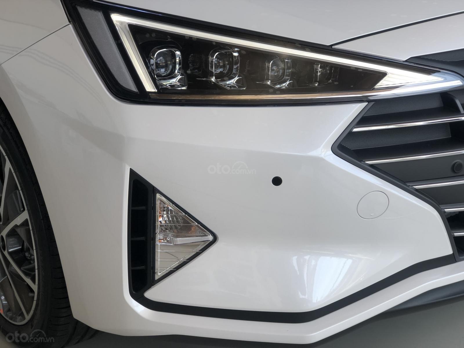 Xe Hyundai Elantra 2019, giá từ 555tr - màu trắng- giao ngay - LH: 0919293553 (18)