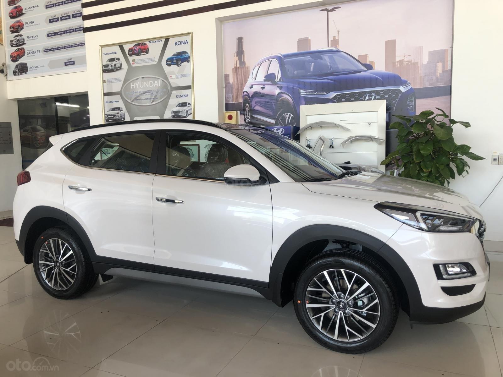 Xe Hyundai Tucson 2019, màu trắng- giao ngay- LH: 0919293553 (6)
