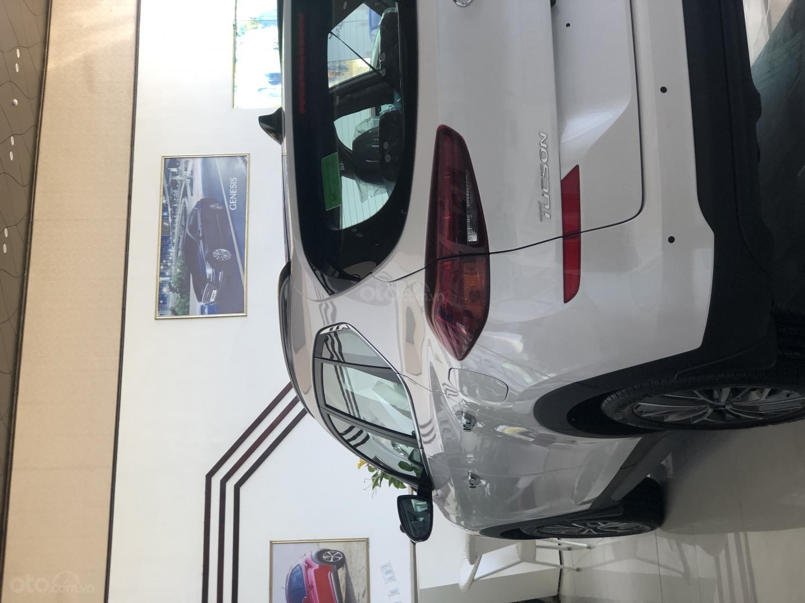Xe Hyundai Tucson 2019, màu trắng- giao ngay- LH: 0919293553 (9)