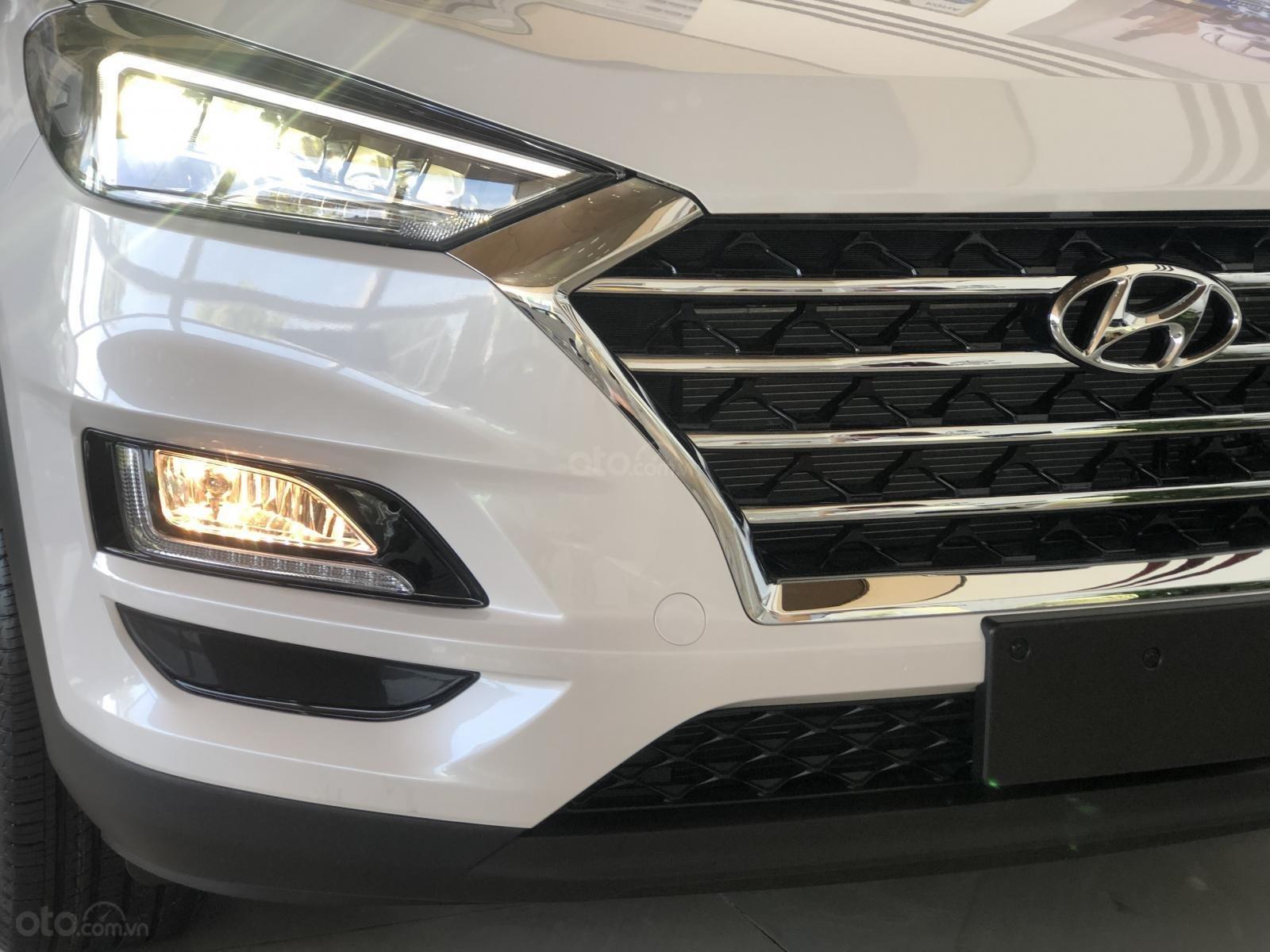Xe Hyundai Tucson 2019, màu trắng- giao ngay- LH: 0919293553 (12)