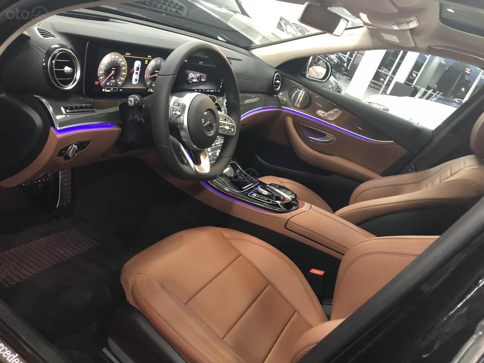Giá xe Mercedes E300 AMG 2020, ưu đãi khủng, tặng 100% thuế trước bạ (10)