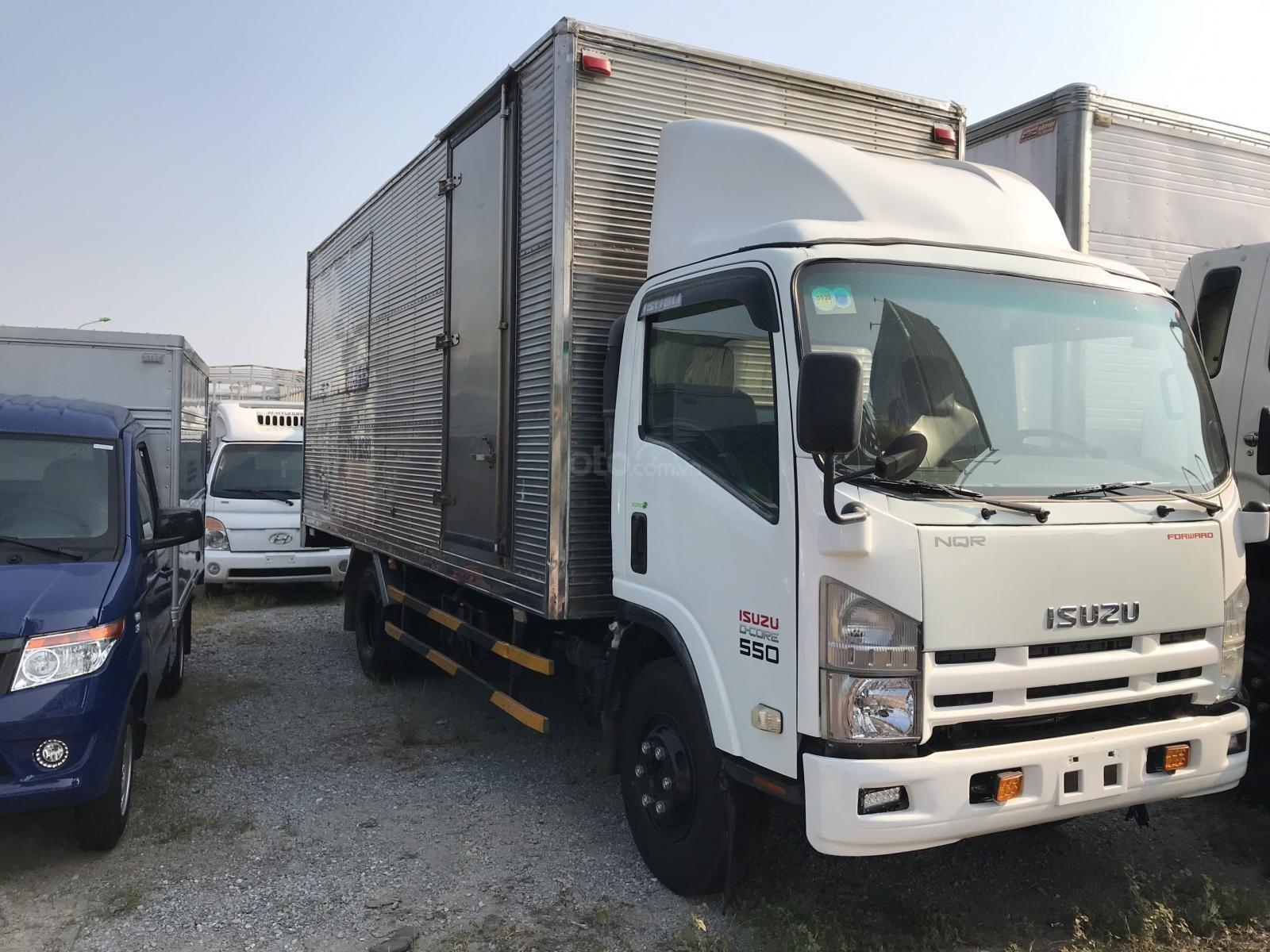 Bán xe tải Isuzu 5 tấn thùng kín đã qua sử dụng thùng dài 6m, máy nổ rất êm (3)