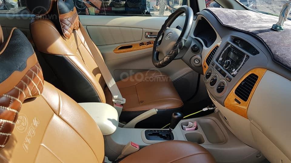 Bán xe Innova 2010 số tự động, màu bạc (8)