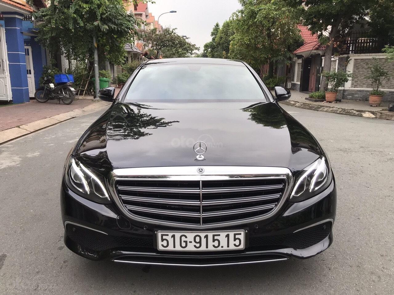 Bán xe Mercedes E200 2019 form mới, màu đen, biển số VIP (3)
