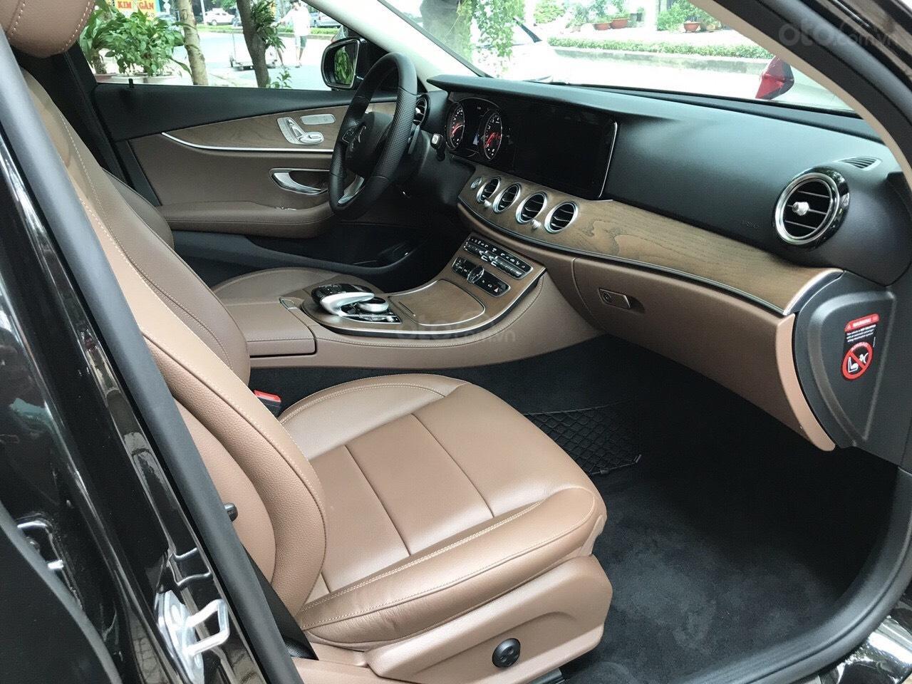 Bán xe Mercedes E200 2019 form mới, màu đen, biển số VIP (5)