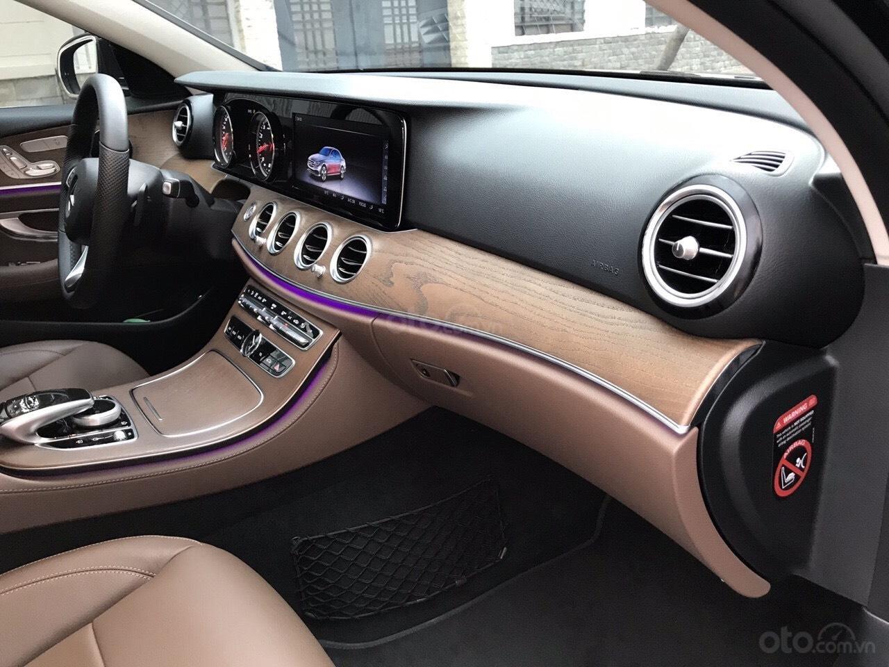 Bán xe Mercedes E200 2019 form mới, màu đen, biển số VIP (6)