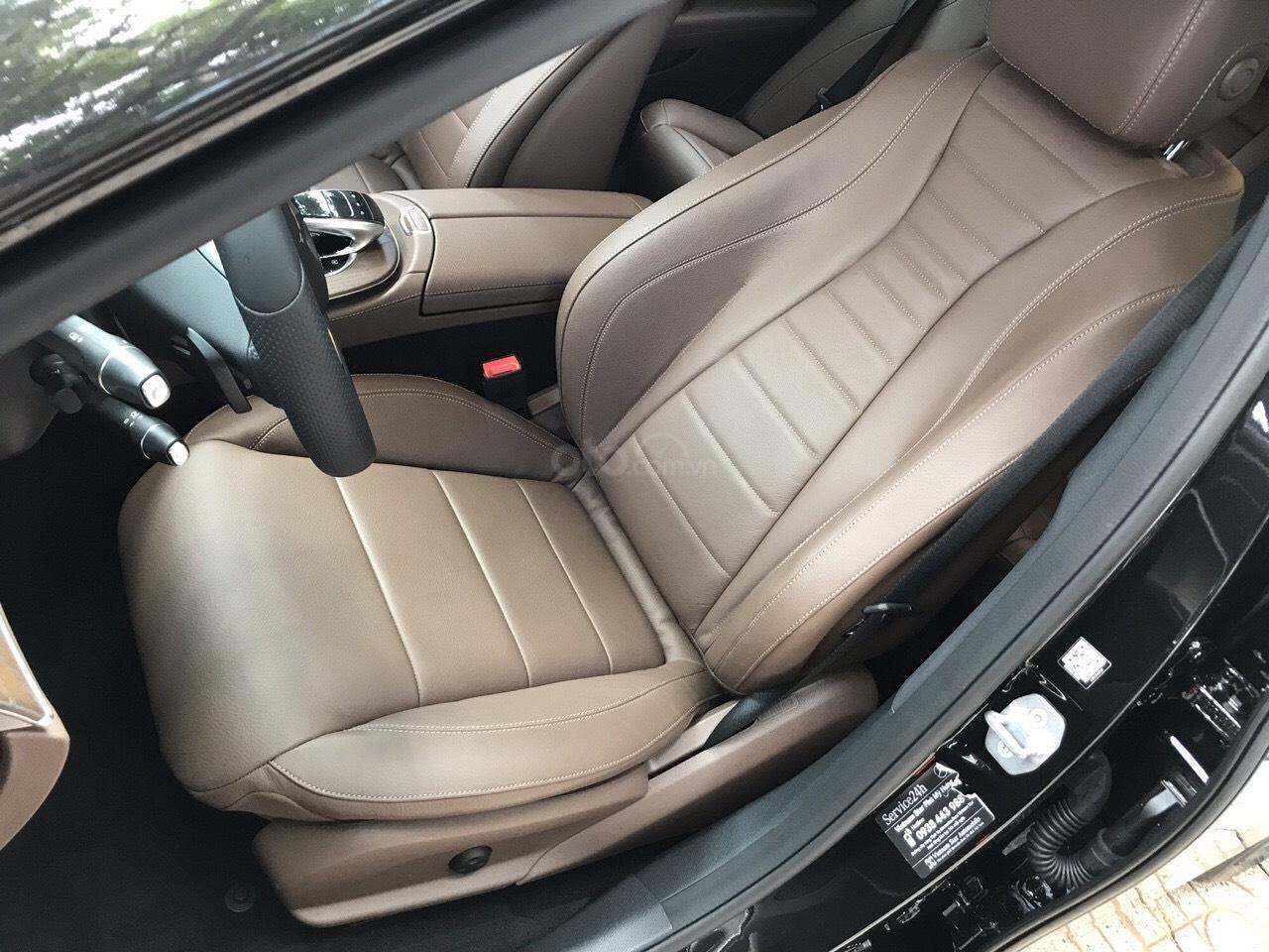 Bán xe Mercedes E200 2019 form mới, màu đen, biển số VIP (9)