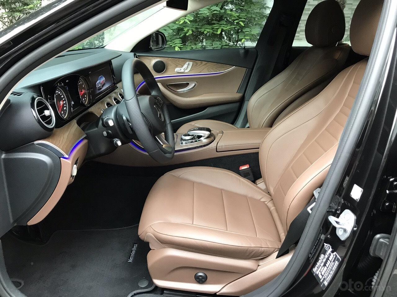 Bán xe Mercedes E200 2019 form mới, màu đen, biển số VIP (8)