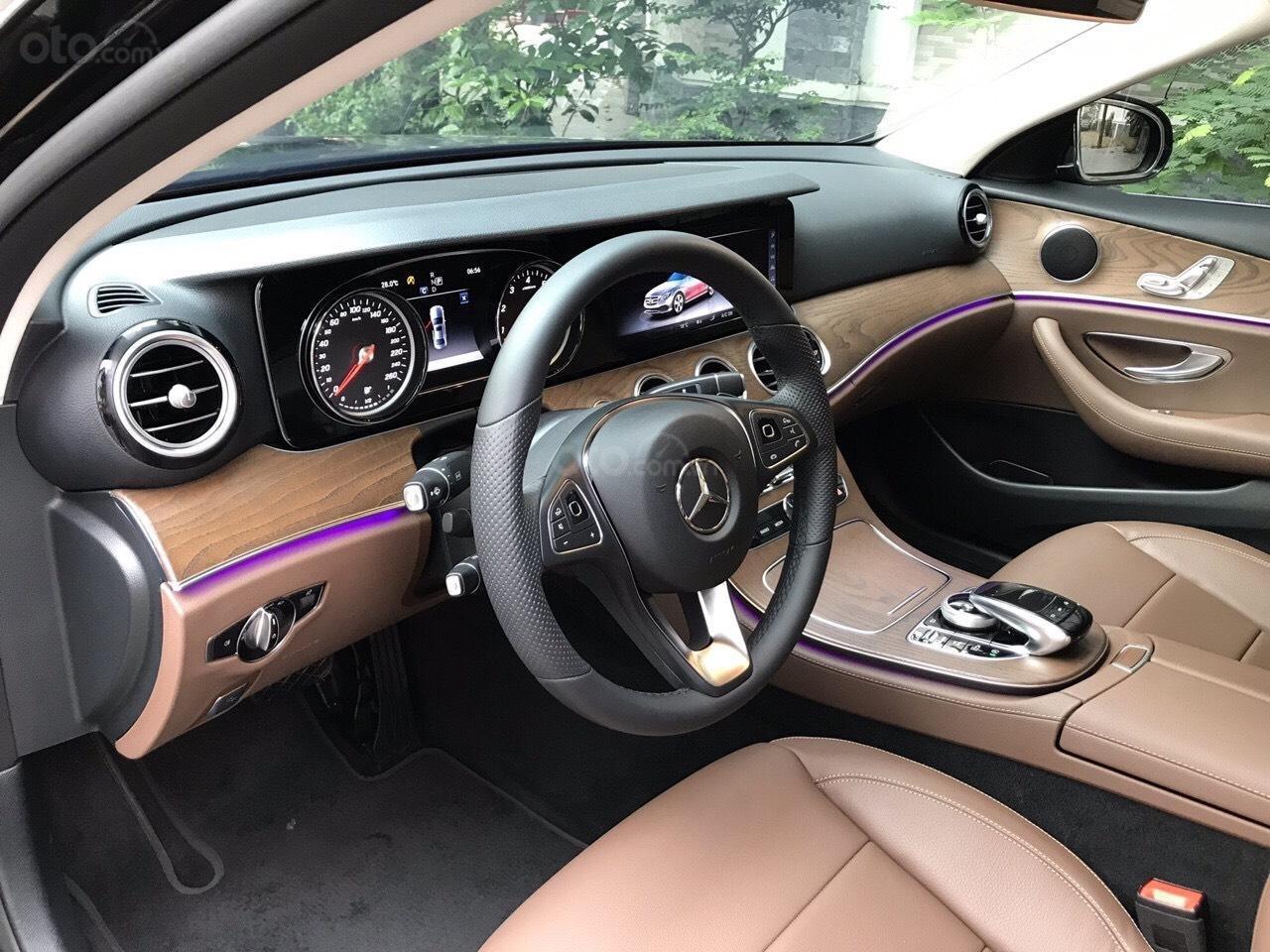 Bán xe Mercedes E200 2019 form mới, màu đen, biển số VIP (10)