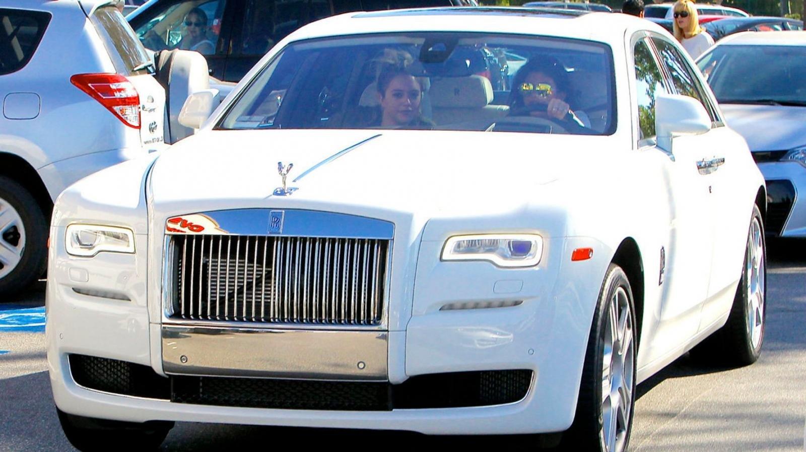 Chiếc Rolls Royce Ghost màu trắng sang trọng của Kylie Jenner,