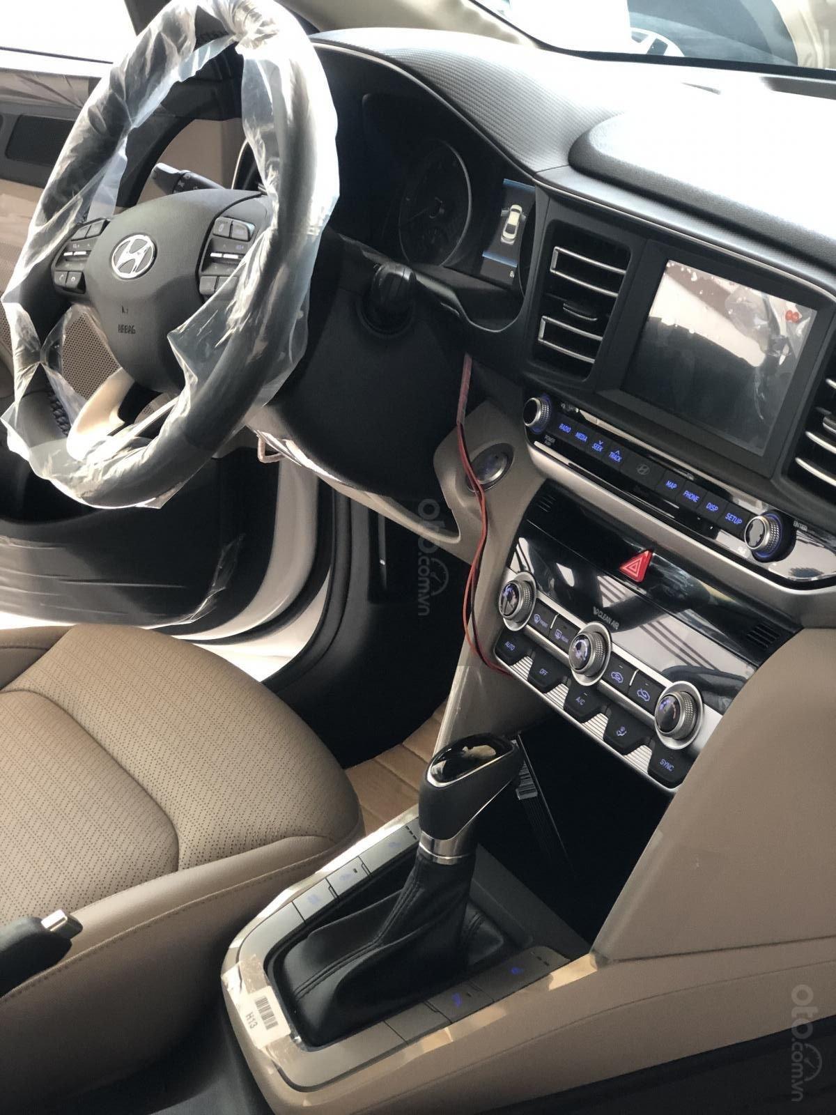 Xe Hyundai Elantra 2019, giá từ 555tr - màu trắng- giao ngay - LH: 0919293553 (4)