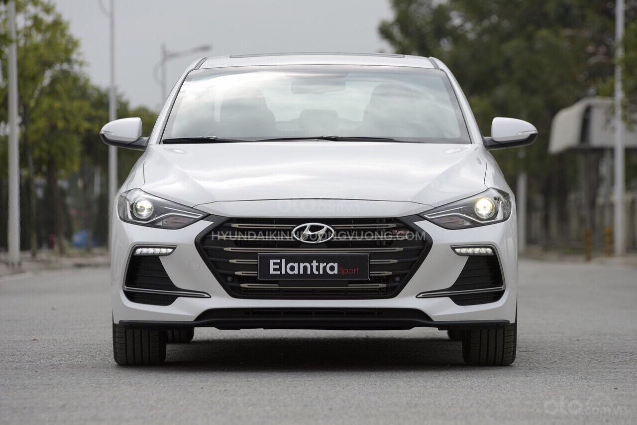 Cần bán Hyundai Elantra 2019, màu trắng, 664tr (2)