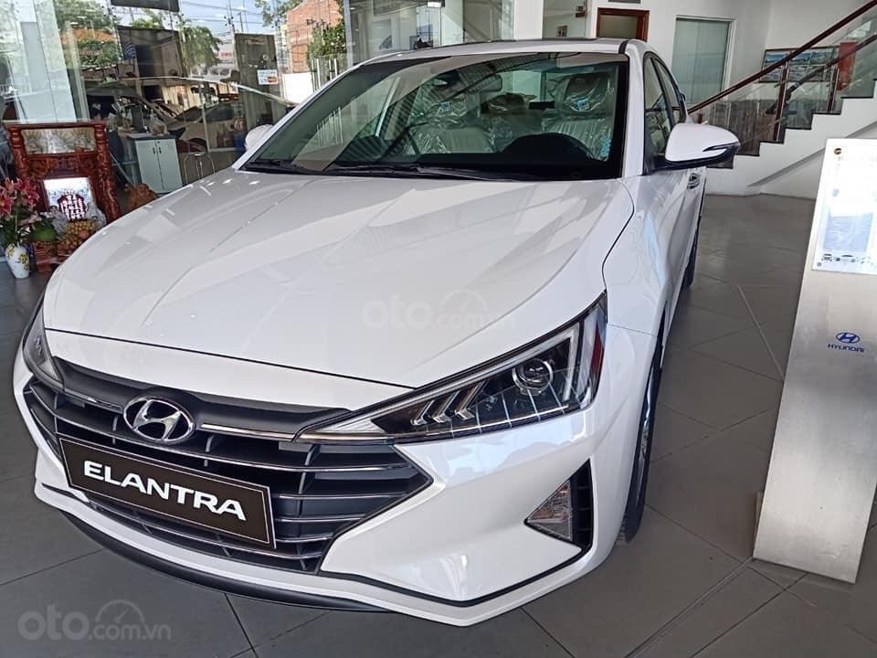 Cần bán Hyundai Elantra 2019, màu trắng, 664tr (3)