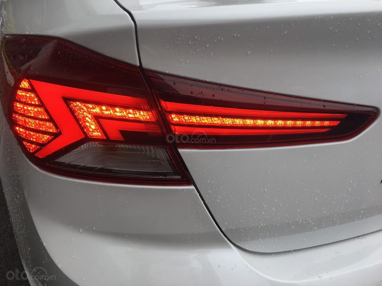 Cần bán Hyundai Elantra 2019, màu trắng, 664tr (6)