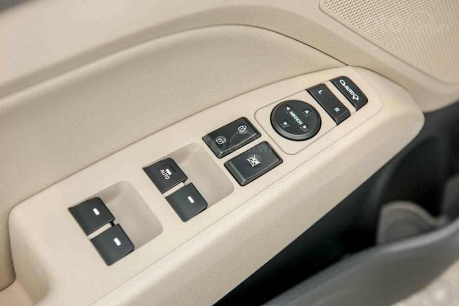 Cần bán Hyundai Elantra 2019, màu trắng, 664tr (7)