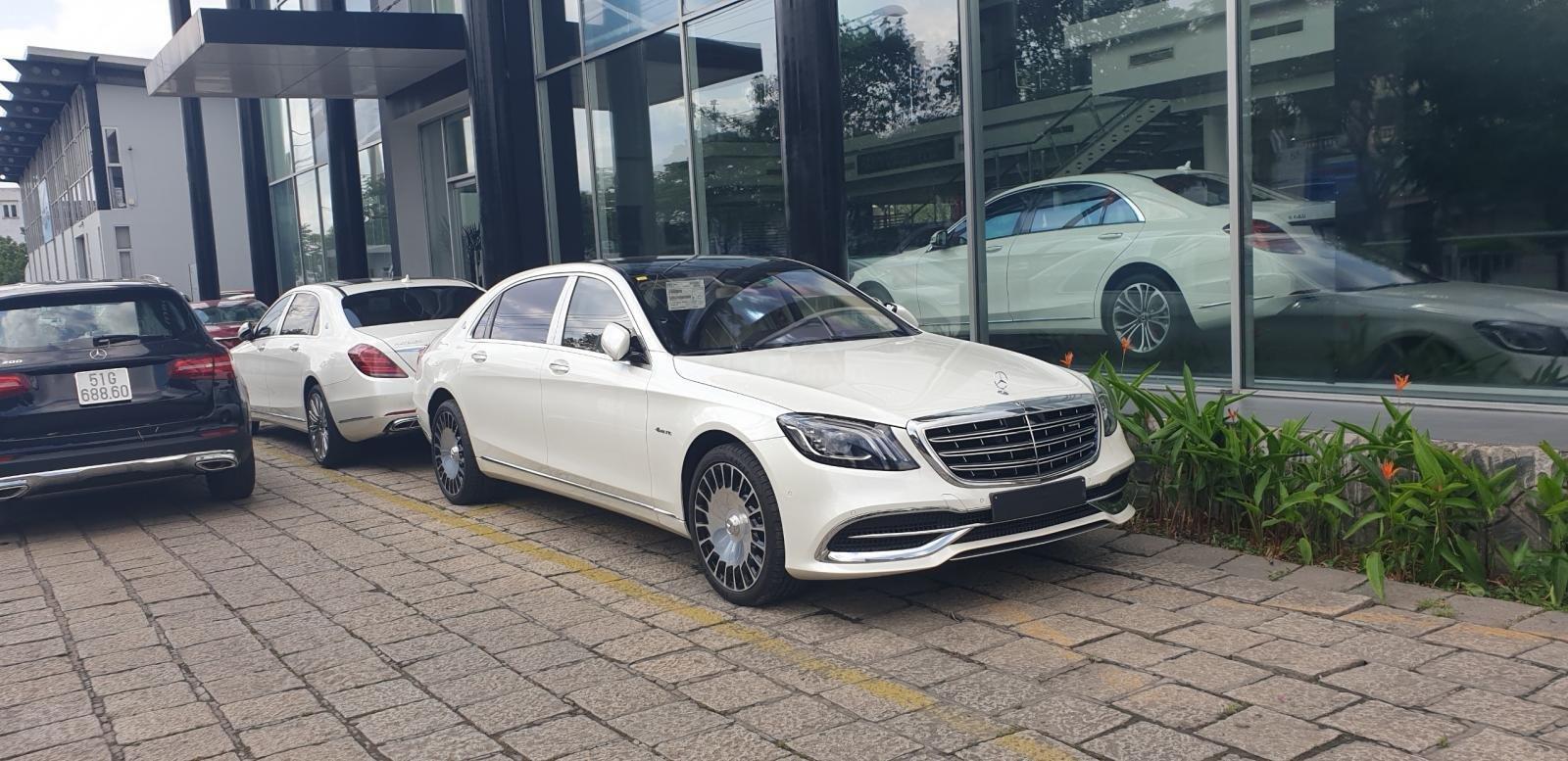 Bán Mercedes Maybach S560 hàng khủng, độc đáo đã về tới Showroom (6)