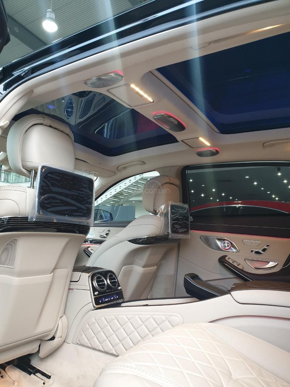 Bán Mercedes Maybach S560 hàng khủng, độc đáo đã về tới Showroom (8)
