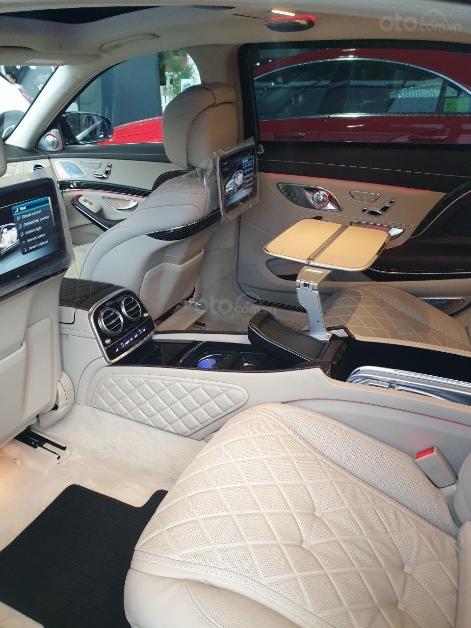 Bán Mercedes Maybach S560 hàng khủng, độc đáo đã về tới Showroom (9)